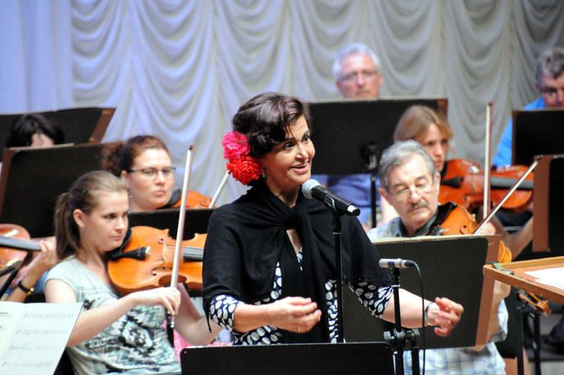 Cantante soprano para conciertos Reyes Moraleda